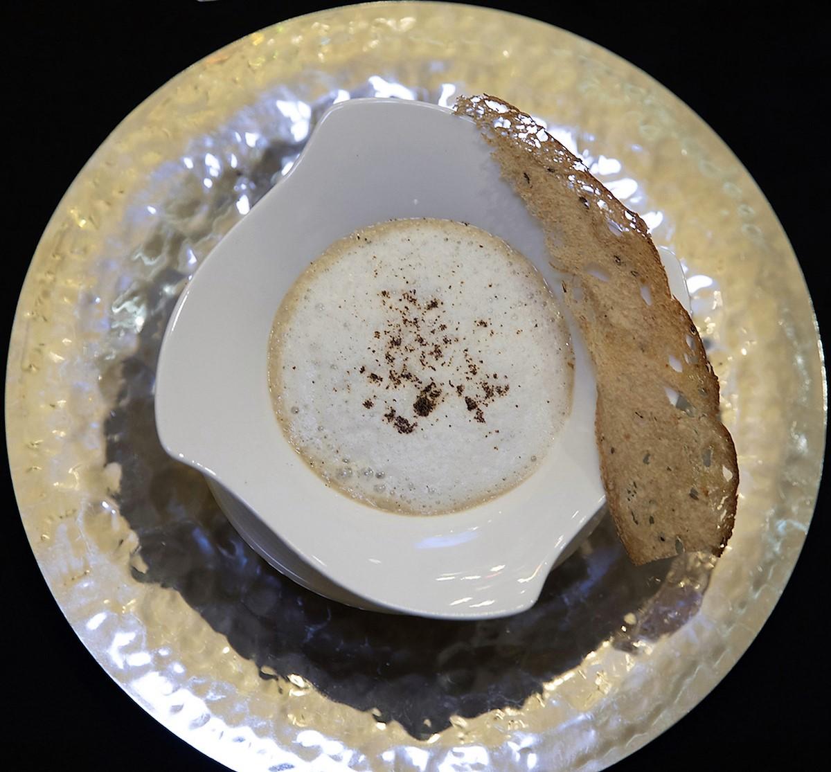 L_Oeuf Parfait en Cappuccino de Champignons